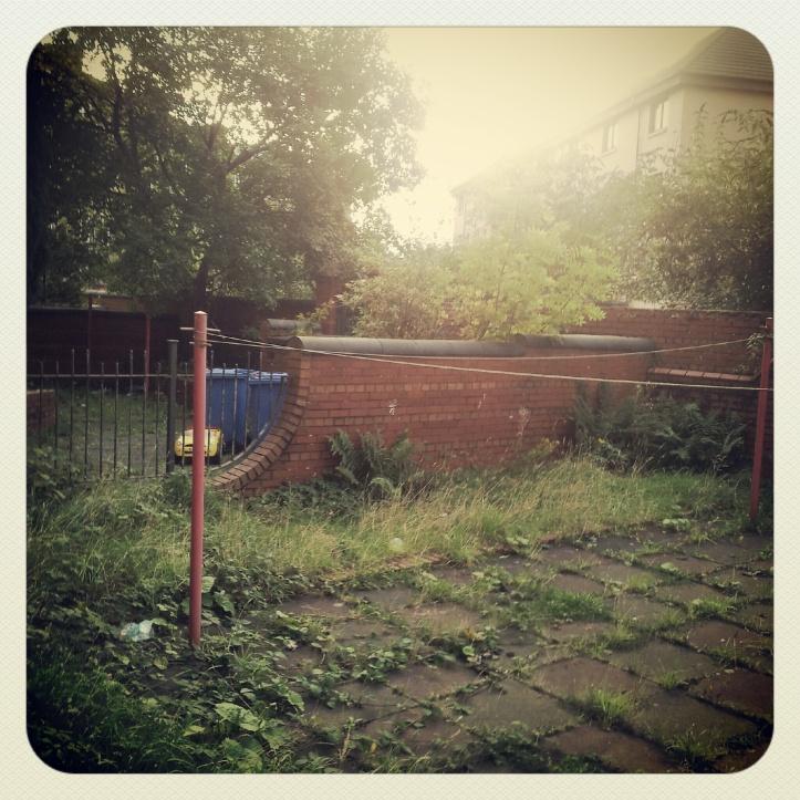 Il giardino British dei bidoni
